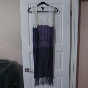 Knit sleeveless multicolored fringed shawl
